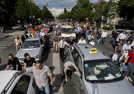 Munkakörülményeik és jogaik rendezéséért tartottak demonstrációt a taxisok 2012. május 28-án, illetve június 4-én is.
