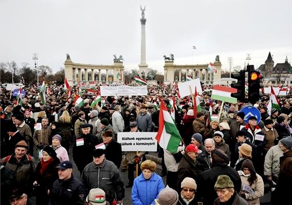 2012. január 21-én kormánypárti demonstrációt szerveztek a fővárosban. A Békemenet a Hősök terétől vonult az Országházig.