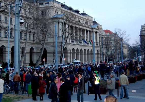 2012. március 27-én a Kossuth téren nagyobb tömeg gyűlt össze, hogy Schmitt Pál plagizálása miatt demonstráljanak.