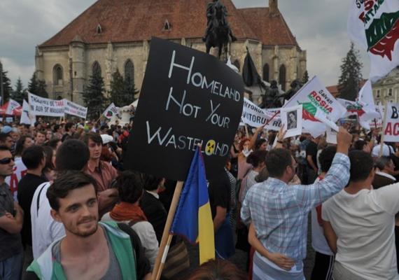 Október közepén Romániában, Bukarestben is tüntettek a verespataki ciántechnológiás bányaprojekt ellenzői, akik a kormány ezzel kapcsolatos törvénytervezetének elutasítását követelték a parlamenttől. Szeptember 1. óta ez volt a nyolcadik vasárnap, hogy több ezer környezetvédő utcára vonul emiatt.