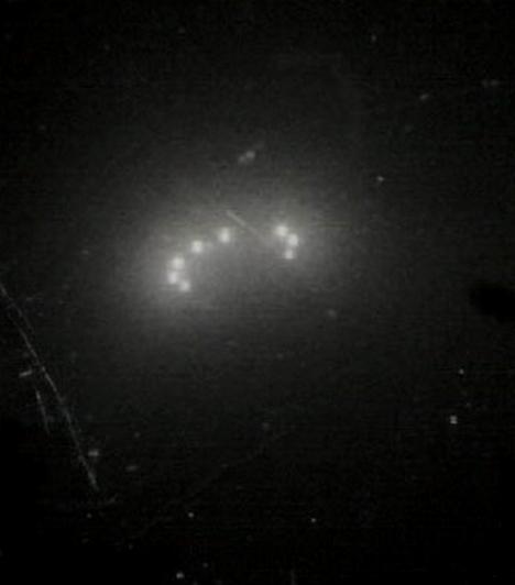 A lubbocki fényekhez hasonló, csak valamivel lekerekítettebb fényalakzatot láttak 1982-ben Észak-Németországban is. Ezt a jelenséget is sikerült lekapni: a képet Michael Hesemann UFO-vadásznak köszönhetjük.Kapcsolódó galéria:Összeesküvés-elméletek »