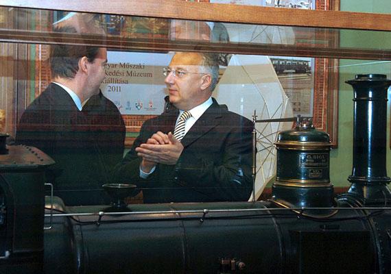 Semjén Zsolt gőzerővel tartja a lépést a miniszterelnökkel, annak helyetteseként. Ismét tárca nélküli miniszteri posztot kap.