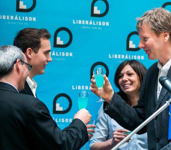 Az egykor SZDSZ-es Fodor Gábor április 27-én jelentette be új pártja, a Magyar Liberális Párt megalakulását. Programjában egy sokkal befogadóbb liberalizmust hirdet, ami teljesen eltér a korábbiak liberalizmusától. Szeretné, ha a jobboldal, a baloldal és liberális oldal összefogva tudnának működni.