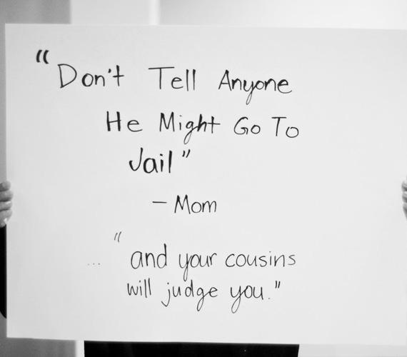 Anya: - Ne mondd el senkinek, különben börtönbe kerül... és az unokatestvéreid is el fognak ítélni!