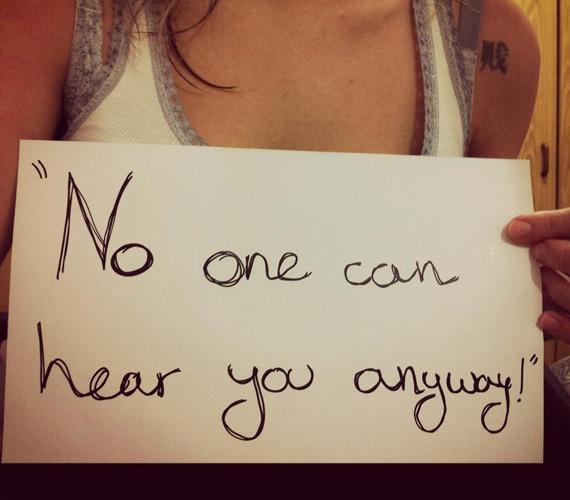 Különben sem hall senki!