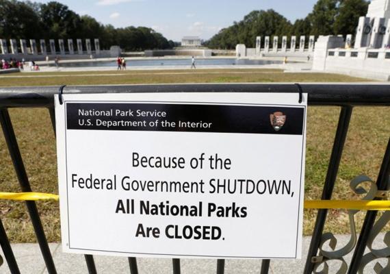 Az összes amerikai állami múzeum és nemzeti park működését leállították, valamint lényegesen lelassult az állami irányítás alatt álló munka számos ágazatban.