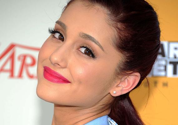 Még csak most kezd igazán befutni, de állítólag Ariana Grandét ki nem állhatják pályatársai - hisztis magatartása miatt. Sőt, a közelmúltbéli Marie Claire magazinos címlapfotózásán részt vevő egyik asszisztens szerint az énekesnő egy igazi szörnyeteg.