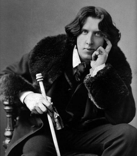 """""""Gyűlölöm ezt a tapétát! Kettőnk közül valakinek mennie kell!"""" - Oscar Wilde                         Oscar Wilde, akinek egész irodalmi munkásságát áthatja a szépség imádata és a remek esztétikai érzék, egy olyan szobában kényszerült meghalni, ahol ronda volt a tapéta - bár élete nem volt mentes a botrányoktól, úgy tűnik, halálakor ez volt az egyetlen dolog, ami zavarta."""