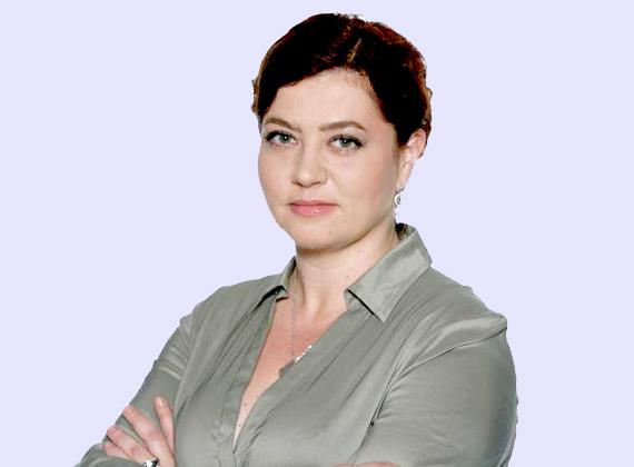 """A Fidesz székházánál zajló tüntetések alkalmával Vadai Ágnes is ott volt, és a Fidesz és KDNP elmúlt három évéből szemezgetett, kommentár nélküli idézeteket ábrázoló táblával állt. A táblák a nők társadalmi helyzetét érintő gondolatokat tartalmazták, többek között: """"Az, hogy mi okozza a családon belüli erőszakot, hogy miért jelennek meg ezek, és egyébként, ha megenged egy kiegészítést, akkor hallottam már olyat, hogy nők is zsarolnak gyerekekkel férfiakat, tehát ez nem csak ilyen egyoldalú beállítást igényel."""""""