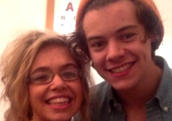 Harry Styles egy rakás női rajongó és rengeteg tequila társaságában töltötte a szerelmesek napját. A sztár hajnalig bulizott a lányokkal.