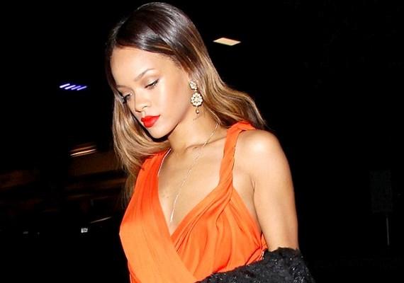 Rihanna a szerelmesek napján Chris Brown nélkül érkezett egy Los Angeles-iNe-Yo-koncertre.