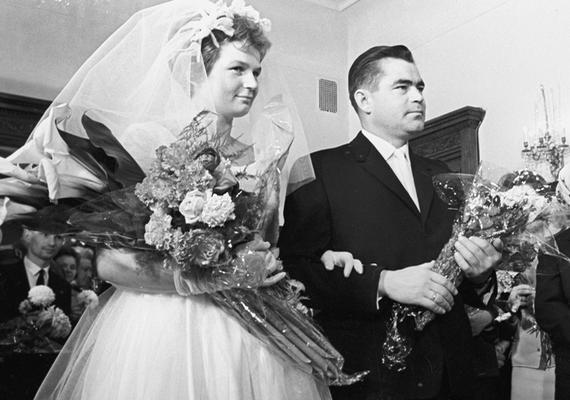 Tyereskova 1963-ban hozzáment a szintén űrhajós Andrijan Nyikolajevhez, akitől egy gyermeke született, de a házasságuk 1982-ben felbomlott.
