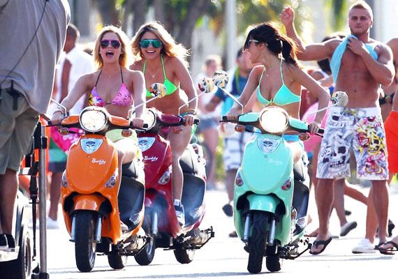 Vanessa Selena Gomezzel közösen forgatja új filmjét Floridában, de a hétvégéket Austinnal tölti.