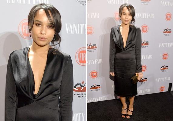 Lenny Kravitz lánya, Zoe egy mélyen dekoltált fekete ruhát választott az eseményre.
