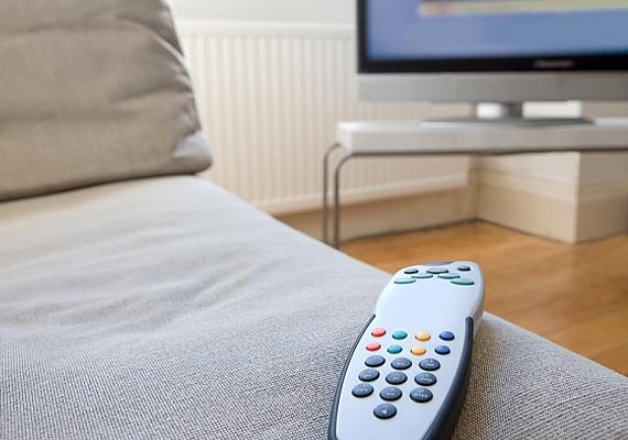 Lustálkodj a tévé előtt! Élvezd ki, hogy akár egész nap ágyban maradhatsz, és sorra nézheted a filmeket, sorozatokat. Nézhetsz suliról szóló filmeket is, hogy közben a hétfőre is felkészülj lelkileg.