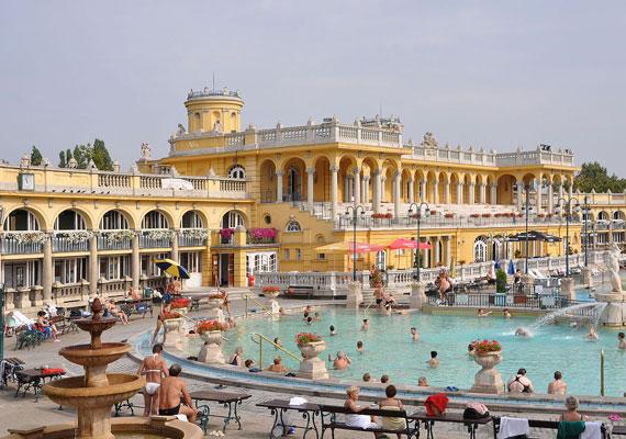 Egy vasárnap reggeli csőtörés sohasem jön jókor - persze hétfő este sem kellemes -, de március 15-től még az sem biztos, hogy tudsz fürödni aznap. Ha ugyanis a kiérkező szerelőnek nincs megfelelő alkatrész a zsebében, jó eséllyel sehonnan nem tudtok szerezni. Menj inkább fürdőbe, hiszen abban Magyarország úgyis nagyhatalom, és olcsóbb, mint a biztonság kedvéért tömítőgyűrűkkel és szigetelőkkel megtölteni a garázst.