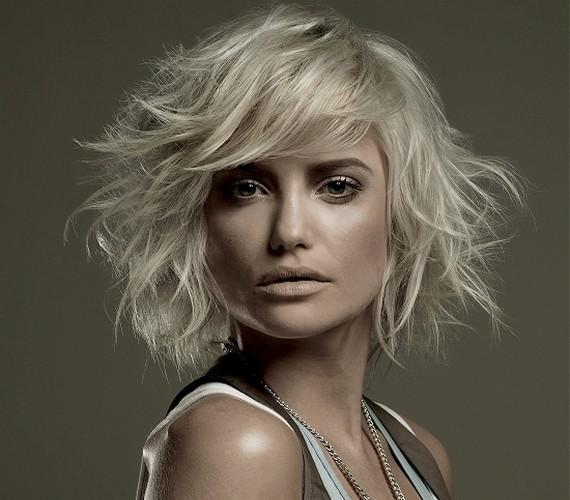 A tépett haj optikailag dúsít, mert többnek látszik, mint a rendezett, egyenletes frizura.
