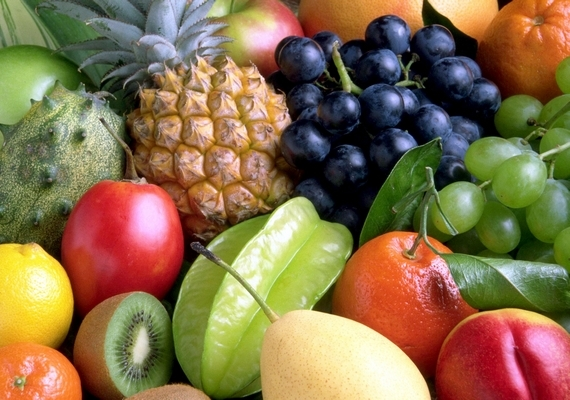 A nagy mennyiségben fogyasztott gyümölcscukor, más néven fruktóz megakadályozza, hogy az agy elegendő energiát tároljon a gondolkodáshoz vagy a tanuláshoz, és rontja a memóriát. A legkevesebb fruktózt a citrom, az áfonya, az őszibarack, a ribizli és a mandarin tartalmazza.