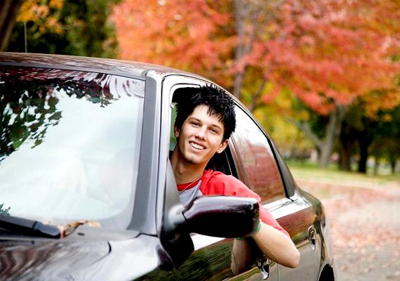 Ha egy fiú mindig csak a legmárkásabb holmit hajlandó megvenni, drága kocsival jár, mindezt hangoztatja, és esetleg még azt is hallod, hogy mást gúnyol az anyagi helyzete miatt, akkor menekülj.