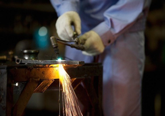 A fémmegmunkálás is veszélyes szakma, a káros anyagok és a balesetveszély miatt.
