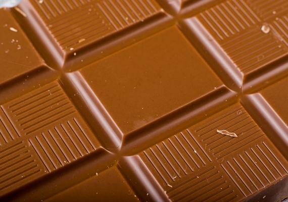 Az étcsokoládéról már bebizonyosodott, hogy egészséges, de ha mértéktartó vagy, a csoki többi fajtájáról sem kell lemondanod. A jó minőségű csokoládé jót tesz a szívnek és a vérnyomásnak, és gátolja az érrendszeri megbetegedések kialakulását.