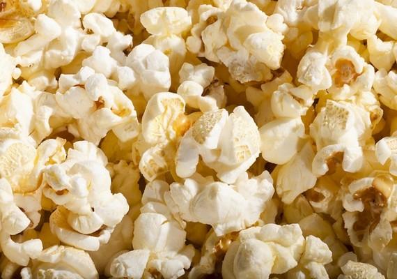 Akár mozizol, akár otthon tör rád a pattogatott kukorica utáni vágy, engedj neki! A popcorn kalóriatartalma nagyon alacsony, viszont olyan magas az antioxidáns-tartalma, mint bármelyik zöldségé vagy gyümölcsé.
