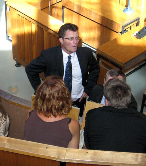 Stohl András 10 hónapot kapott, 5 hónap után szabadulhat feltételesen. Az ilyen ügyekben gyakori, hogy a büntetés felfüggesztett börtönbüntetés, Stohl esetében nem így ítélt a bíróság.