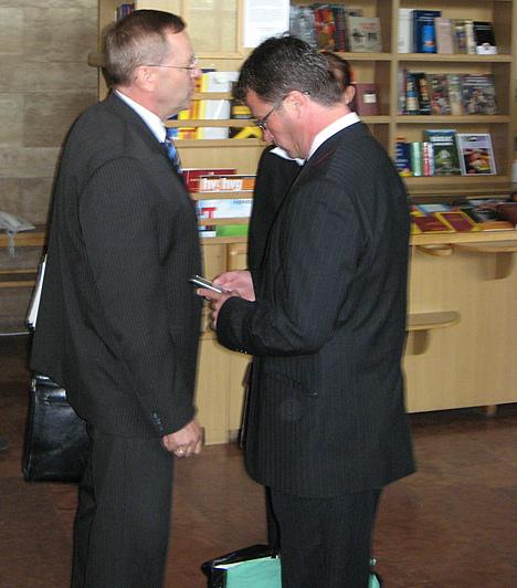 Stohl András alig pár perccel a tárgyalás előtt futott be ügyvédjével, Ruttner Györggyel.