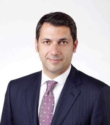 Lázár János2002 óta a Fidesz parlamenti képviselője, illetve Hódmezővásárhely város polgármestere. 2010-től a Fidesz parlamenti frakciójának vezetője. Széke megingathatatlan.