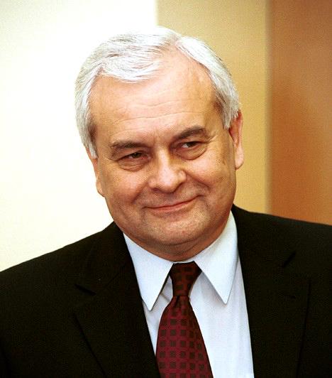 Harrach PéterMagyar teológus, politikus, egykori miniszter, az Országgyűlés korábbi alelnöke. A 2010-es országgyűlési választásokon a szobi körzet juttatta a parlamentbe, ahol a KDNP frakció vezetője lett, az Országgyűlés alelnökének azonban már nem jelöltette magát.