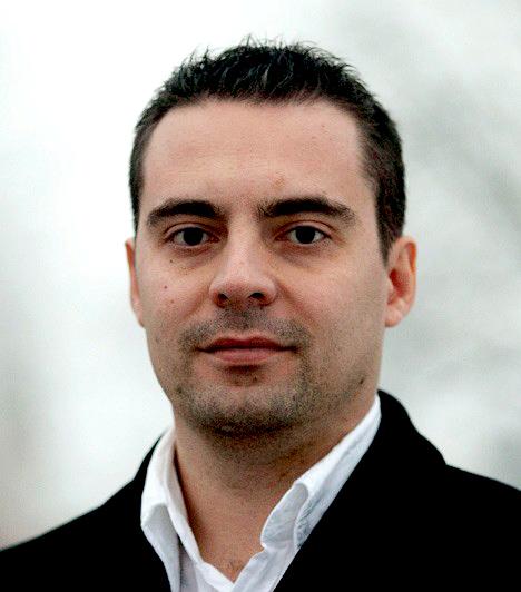 Vona GáborA Jobbik Magyarországért Mozgalom jelenlegi elnöke és a 2010-es országgyűlési választáson a párt miniszterelnök-jelöltje volt. 2010-től a Jobbik parlamenti frakcióvezetője, 2007–2009 között a Magyar Gárda Egyesület elnöke. Képesítését tekintve történelemtanár.