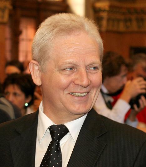 Tarlós István2010-től Budapest főpolgármestere és országgyűlési képviselő, Óbuda-Békásmegyer egykori polgármestere. Képviselői mandátumáról lemondott, a főpolgármesteri munka ugyanis teljes embert kíván.