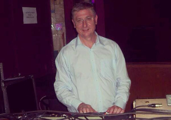 Páratlan tánctudománya után Gyurcsány Ferenc DJ-szerepben is megmutatta magát, bizonyító fotóját a Facebookon osztotta meg.