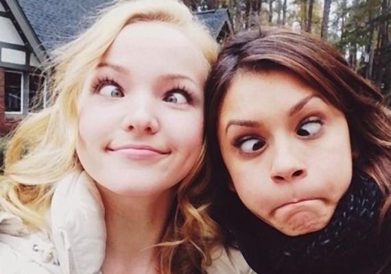 A Vámpírnaplók sztárja, Nina Dobrev és a Disney-híresség, Dove Cameron szemmel láthatóan jól érzik magukat együtt.