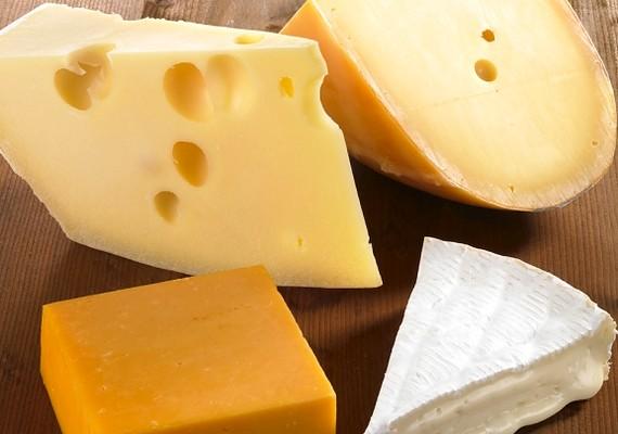 Sarah Kaufmann, aki a világ sajtszobrászainak egyike elmondta, azért jobb sajttal dolgozni, mint fával vagy kővel, mert lehet munka közben csipegetni.