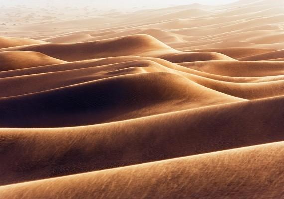 Akárcsak egy festmény: azErg Awbari nevű oázis dűnéi homokvihar közben.