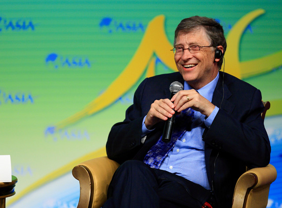 A Microsoft társalapítója áll a lista élén 73,7 milliárd dolláros vagyonával. Az amerikai üzletember 2007 után állt újra a lista élére, aki az elmúlt évben 30%-os gyarapodást tudott felmutatni. Egyébként Gates egyszer közös énekórákra járt feleségével, Melindával.