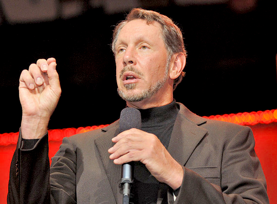 Larry Ellison az alapítója és a legnagyobb részvényese a világ legnagyobb adatbáziscégének, az Oracle-nek. Ellison negyedik esküvőjén, 2003-ban Steve Jobs volt a fotós.