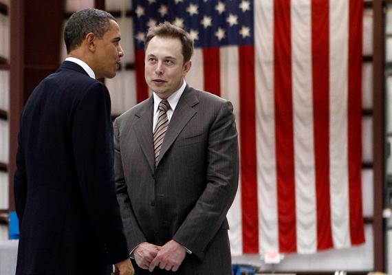 A 42 éves Elon Musk, a Space Exploration Technologies Corporation alapítója már öt gyerek édesapja. A vállalkozó az ötödik legfiatalabb a legbefolyásosabbak listáján, a teljes rangsorban a 43. helyet érte el. A fiatal férfi vagyona egy év alatt megduplázódott.