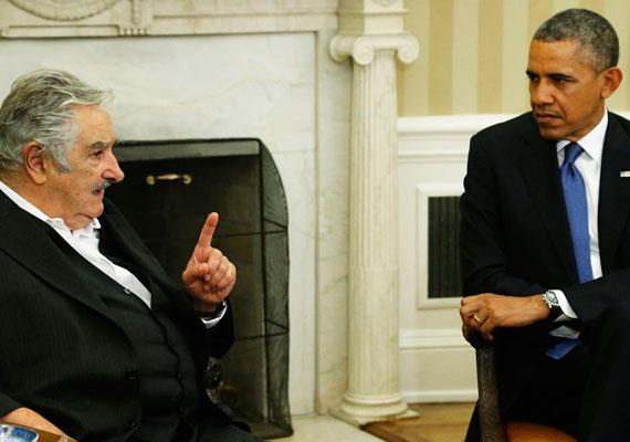 A szókimondó Mujica Barack Obamával is találkozott idén. Bár egyszer egy konferencián a szemébe mondta az amerikai elnöknek, hogy ki kellene vonulniuk Afganisztánból, négyszemközti találkozójuk alkalmával Obama is elismerően szólt Mujica tevékenységéről.