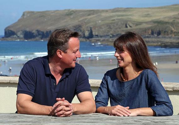 David Cameron brit miniszterelnök ha teheti, inkább faképnél hagyja vakációja idejére ködös országát. Cameron gyengéi a mediterrán tengerpartok. Az utóbbi években Toszkánában, Portugáliában vagy Dél-Spanyolországban kapcsolódott ki szívesen.