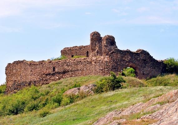 Világos várát a tizennyolcadik század végén lőtte szét az osztrák hadsereg. Az erőd már a fegyverletételkor is romos volt, mára azonban csak omladozó falak maradtak belőle.