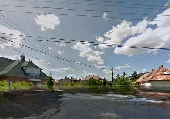 Majdnem a házak tetejéig ellepné a víz Balatonfüredet.
