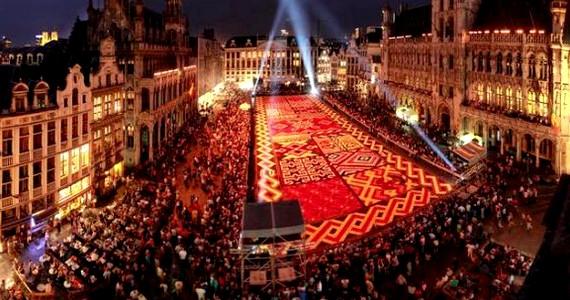 Bár nem sorolható a hagyományos virágkarneválok közé, mégis az egyik legismertebb virágköltemény Brüsszelben tekinthető meg. A híres tájépítő E. Stautemans 1971-ben alkotta meg első virágkölteményét, szinte kizárólag begóniákból. Bár azóta több városban is készült hasonló, a brüsszeli főtér virágszőnyege egyedülálló középkori környezetével még nem talált méltó kihívóra.