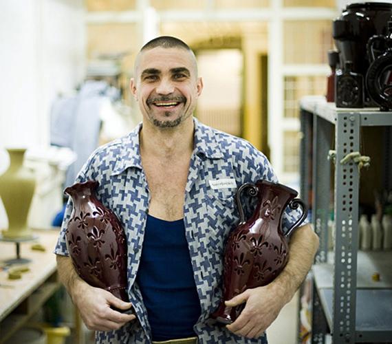 A börtönben kitanulta a keramikus szakmát.