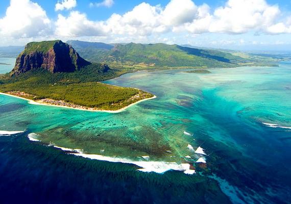 Íme, Mauritius egyik természeti kincse: a víz alatti vízesés.