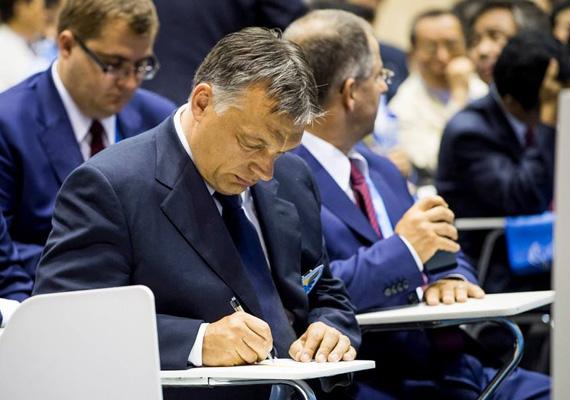A miniszterelnök elmondta, hogy 2005 és 2012 között hét sikeres rendezvénye volt az országnak, ebből öt Európa-bajnokság, így bizonyára a világbajnoksággal is megbirkóznak a magyarok.