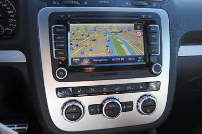Beépített navigációval könnyű a tájékozódás