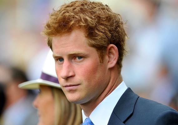 Az aranyszívű Harry herceg is a vörös hajúak táborát erősíti, és nem titok, hogy a most 30 éves előkelőség bulizós múltjában bizony előkelő helyet kaptak a lányok. Egy időben folyton nőügyeiről cikkeztek a lapok, és Cressida Bonasszal folytatott viharos kapcsolata sem maradt titokban.
