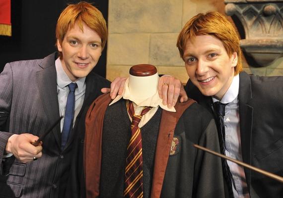 Két másik vörös hajú szívtiprót is adott nekünk a Harry Potter: a mókamester Weasley ikerpárt alakító James és Oliver Phelps az életben is viccesek, ellenállhatatlan humoruknak köszönhetően pedig azonnal megnyerték a női rajongók szívét.